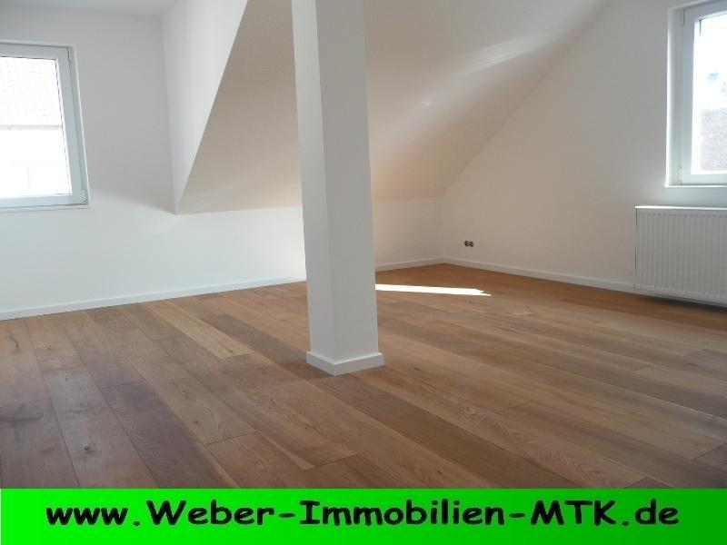 Immobilienmakler in Kriftel Wohn-TRAUM: ZWEIT-Bezug nach KERN-Sanierung, schnuckelige DG-Whg mit PARKETT und TGL- Duschbad