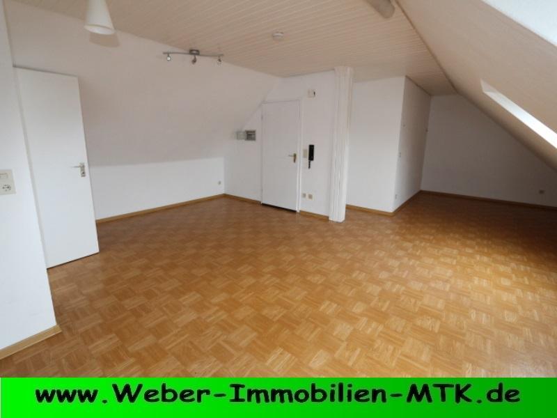 Immobilienmakler in Kriftel Dachgeschoss Studio-Wohnung mit kl. offener Küche und NEU-em Duschbad