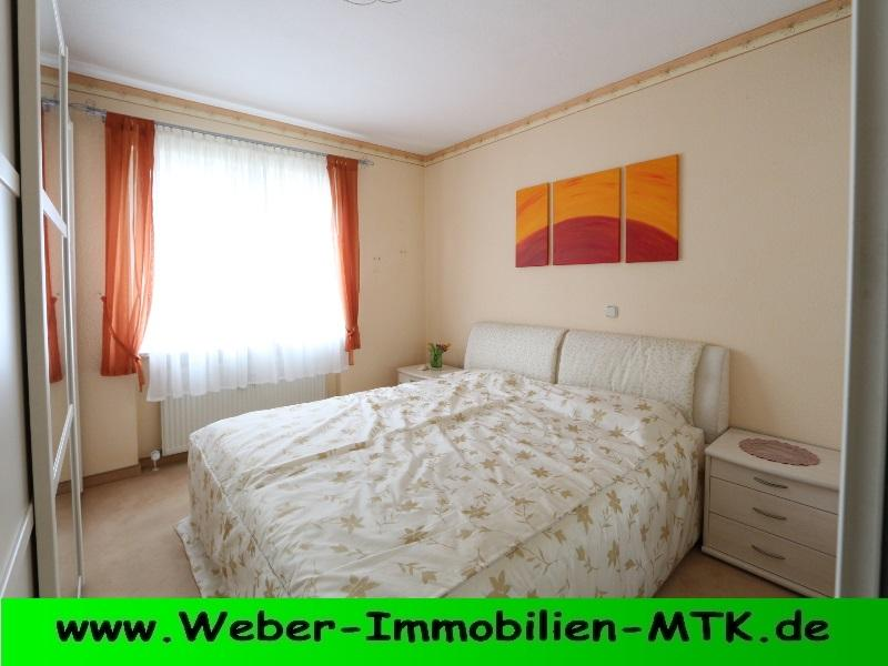 Immobilienmakler in Kriftel TRAUM-hafte, HELL-e DG-Wohnung in kl. WE mit großem SONNEN-Balkon, offenem KAMIN und TG Stellplatz